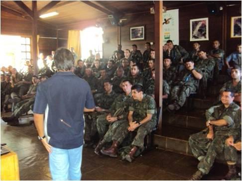 Parceria com Marinha do Brasil durante exercícios em Fernando de Noronha