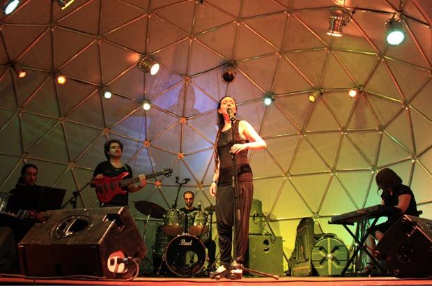 Altertango mistura tango, jazz e rock em show no palco de Ubatuba