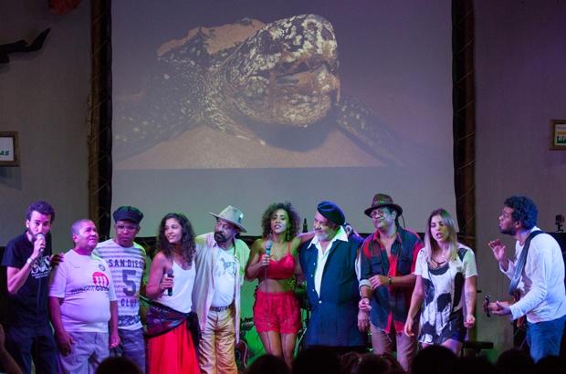 Apresentações inesquecíveis de artistas fortalecem o apoio à proteção das tartarugas