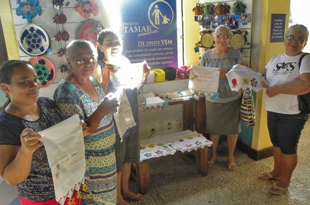 Bordadeiras de Pirambu visitaram o Tamar Praia do Forte