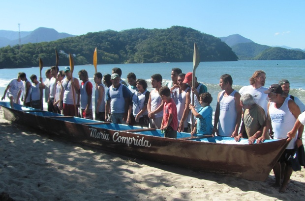 Corridas de canoa valorizam cultura e resgatam tradio caiara em Ubatuba