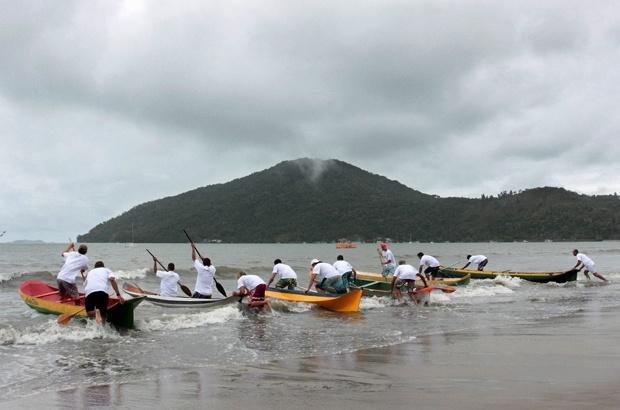 Tamar comemora aniversário e parceria com pescadores em Ubatuba