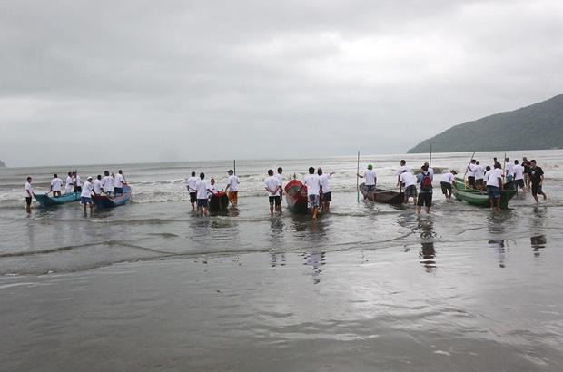 Tamar Ubatuba fez 25 anos com corridas de canoas nos 378 anos do município