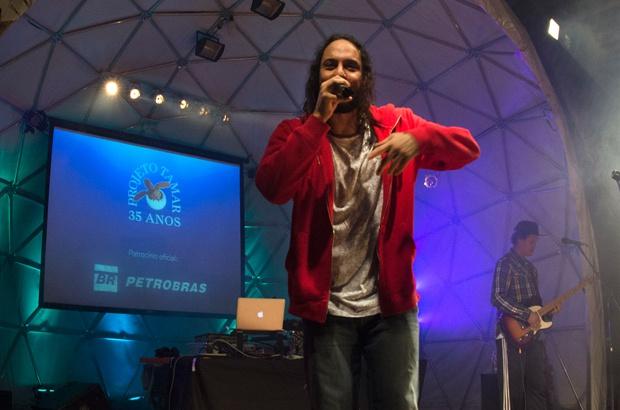 Gabriel o Pensador agitou abertura da III Semana do Mar no Tamar Ubatuba-SP