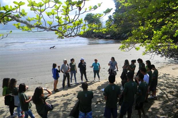 Bases promovem mutirões e palestras no Dia Mundial de Limpeza das Praias