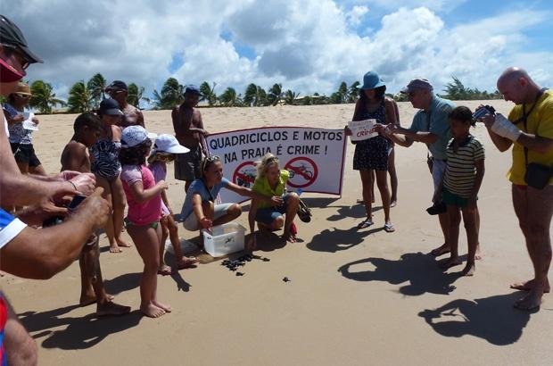 Pousadas e condomínios da Bahia promovem campanhas pela proteção às praias