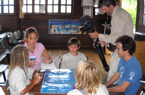 Base de Noronha recebe visita das crianças européias do Mini Darwin