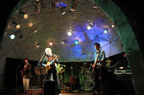 Renato Teixeira canta pelos 30 anos do Tamar e 20 de Ubatuba