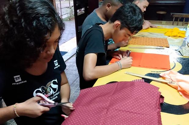 """Projeto Tartarugas Fraternas une jovens do programa """"Nosso Papel de Futuro - Tamar Ubatuba"""" com crianças africanas"""